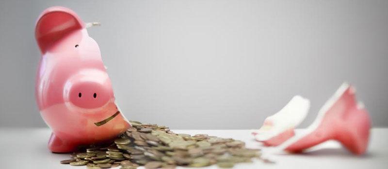 Cofre quebrado para pagar a dívida ativa