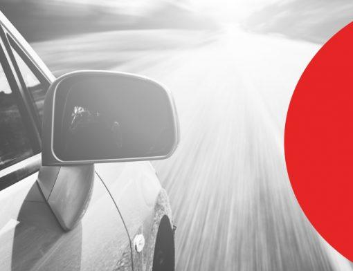 multa por ultrapassar em faixa continua carro na estrada